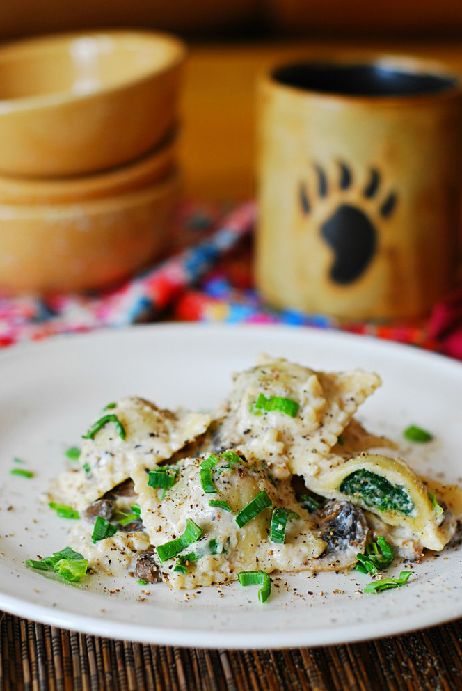 Ravioli With Goat Cheese And Spinach Filling In Parmesan Cream Sauce - Recipe Vegetarian Ravioli