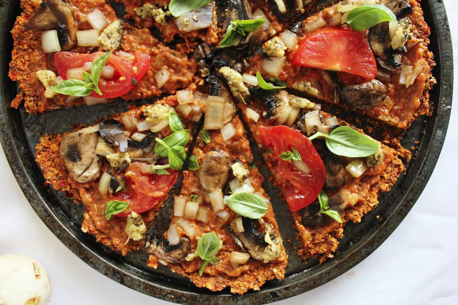 Raw Pizza with Red Pepper Flax Crust [Vegan] | One Green ..