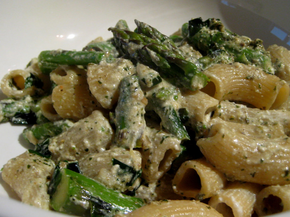 Rigatoni with asparagus, ramps, pesto, and ricotta - ricotta recipes dinner