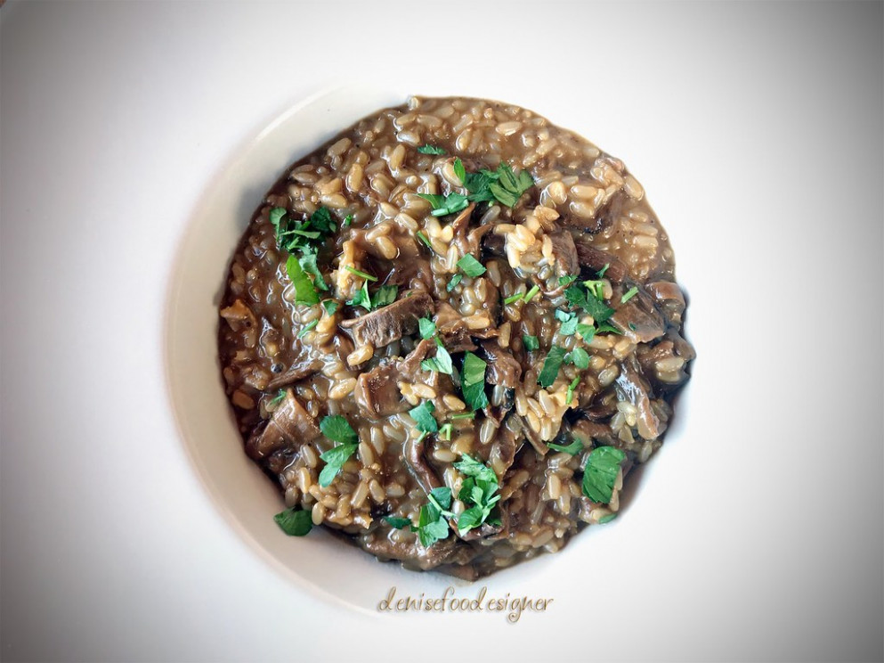Risotto integrale ai funghi porcini secchi - Brown risotto with dried porcini mushrooms - healthy food recipes
