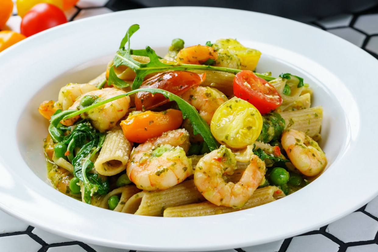 Shrimp Pasta With Pesto And Cherry Tomatoes - Healthy Recipes With Pesto