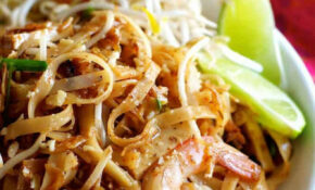 Shrimp / Prawn Pad Thai (Spice I Am Restaurant + Easy ...