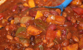 Slow Cooker Three Bean Vegetarian Chili