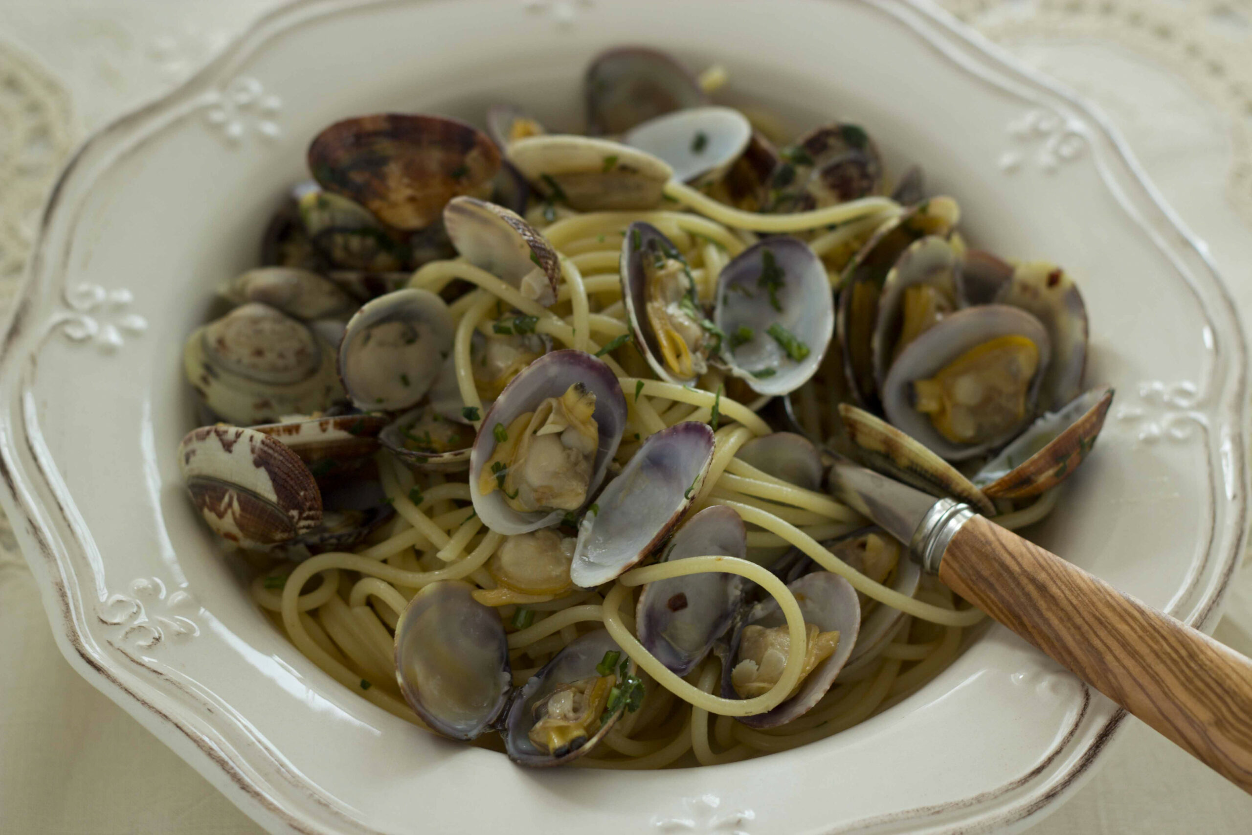 Spaghetti Alla Vongole (spaghetti With Clams) Is A ..