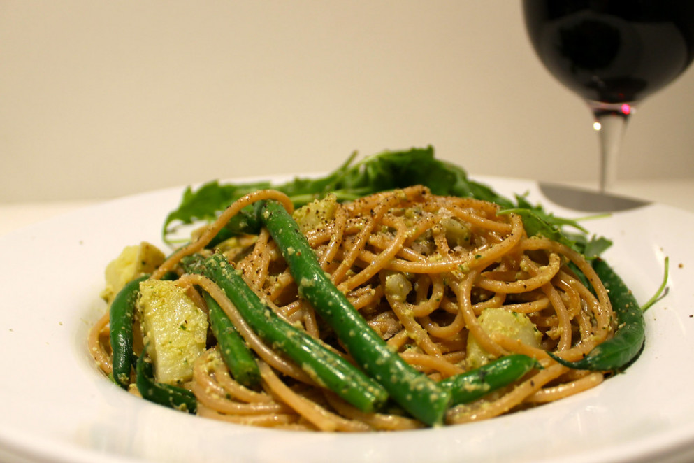 Spaghetti with Walnut Pesto, Green Beans and Potatoes - healthy recipes for lunch