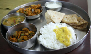 Spice Your Life: Varan Bhat, Spinach Dal Curry, Pakoras ..