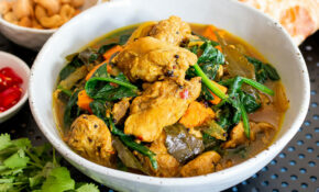 Spiced chicken curry with spinach