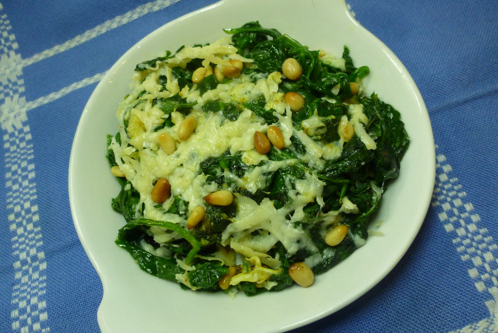 Spinach Gratin with Pecorino Toscano and Pine Nuts - recipe vegetarian dishes