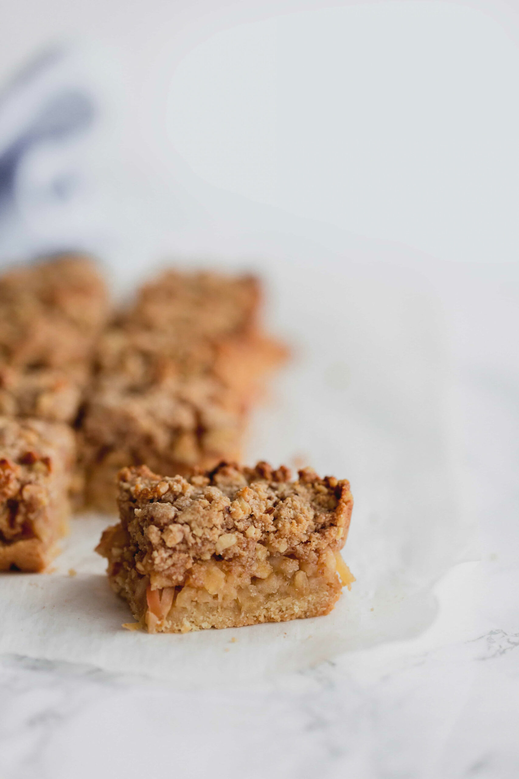 Spiralized Apple Crumble Bars - healthy recipes with apples