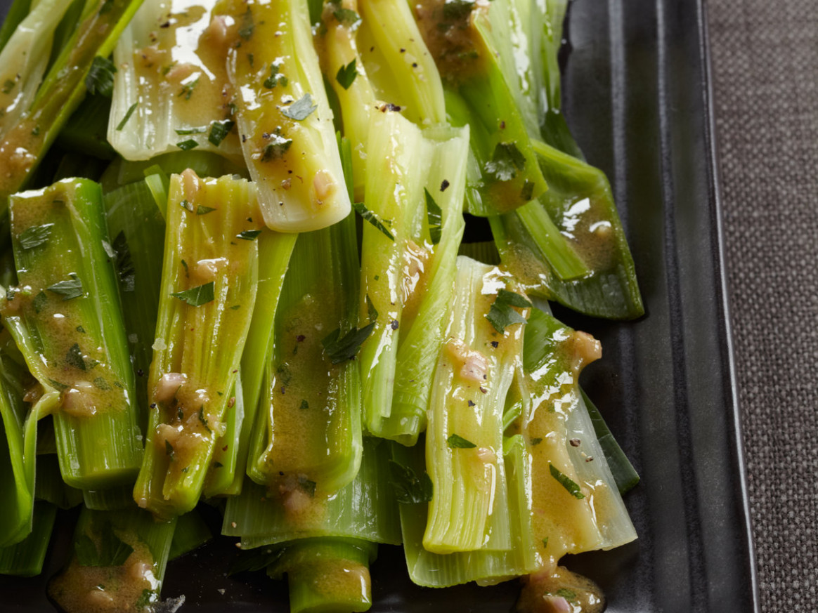 Steamed Leeks with Mustard-Shallot Vinaigrette - recipes leeks vegetarian