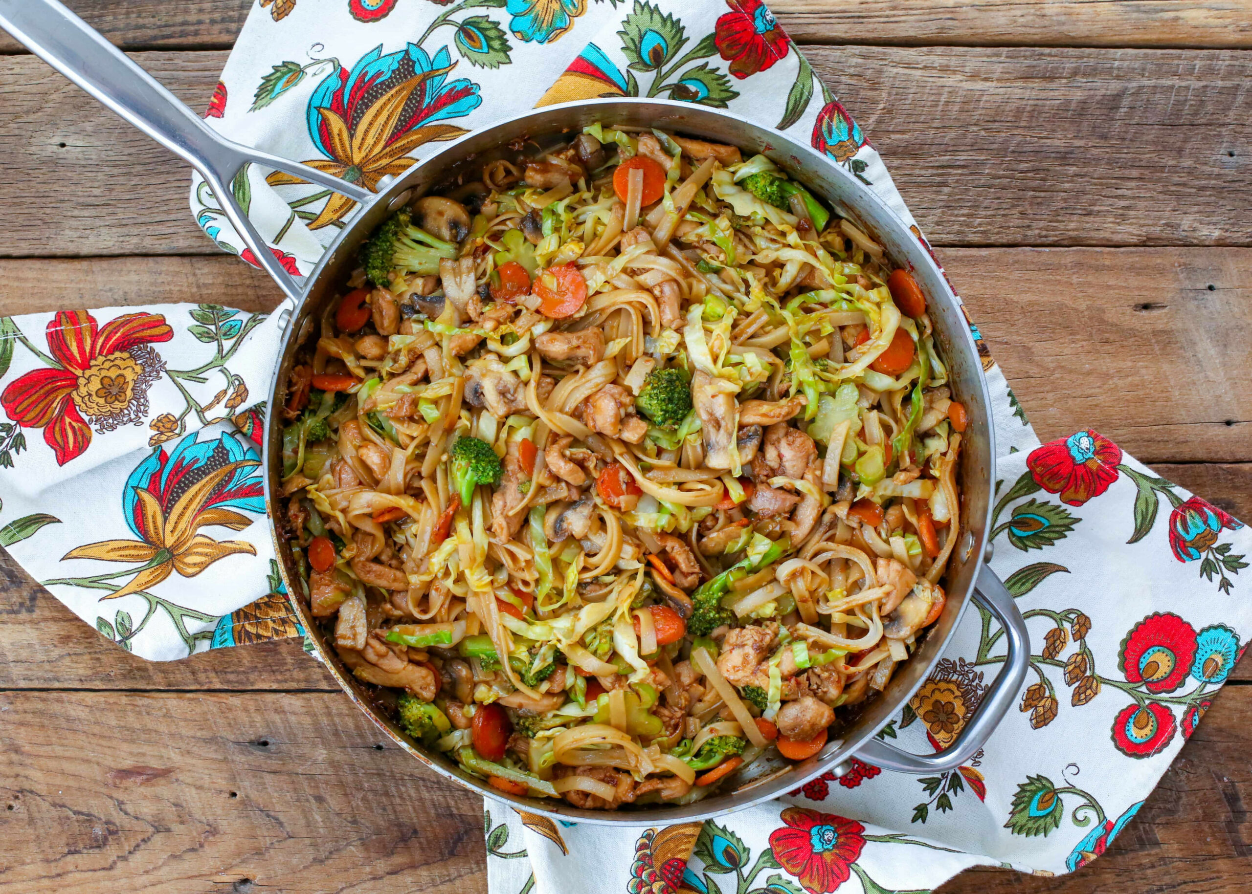 Stir Fry Noodles With Chicken And Vegetables ..