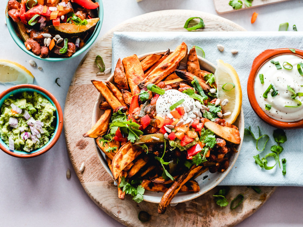 Sweet potato fries veggie bowl - recipes to eat healthy