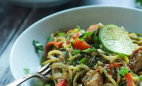 Thai Chicken Zoodles With Spicy Peanut Sauce – Chicken Zucchini Recipes Low Carb