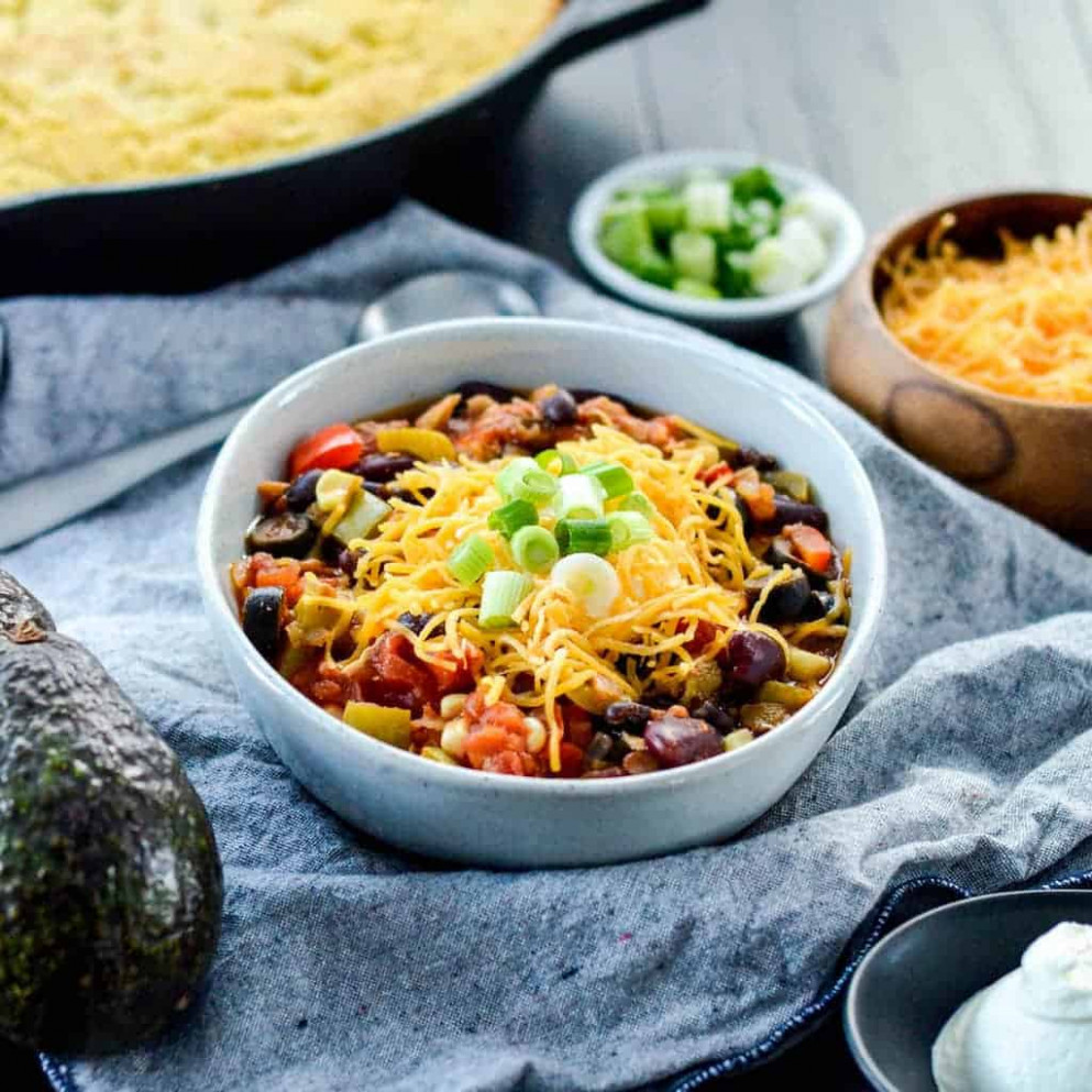 The BEST Healthy Crock Pot Chicken Chili - healthy recipes with chicken