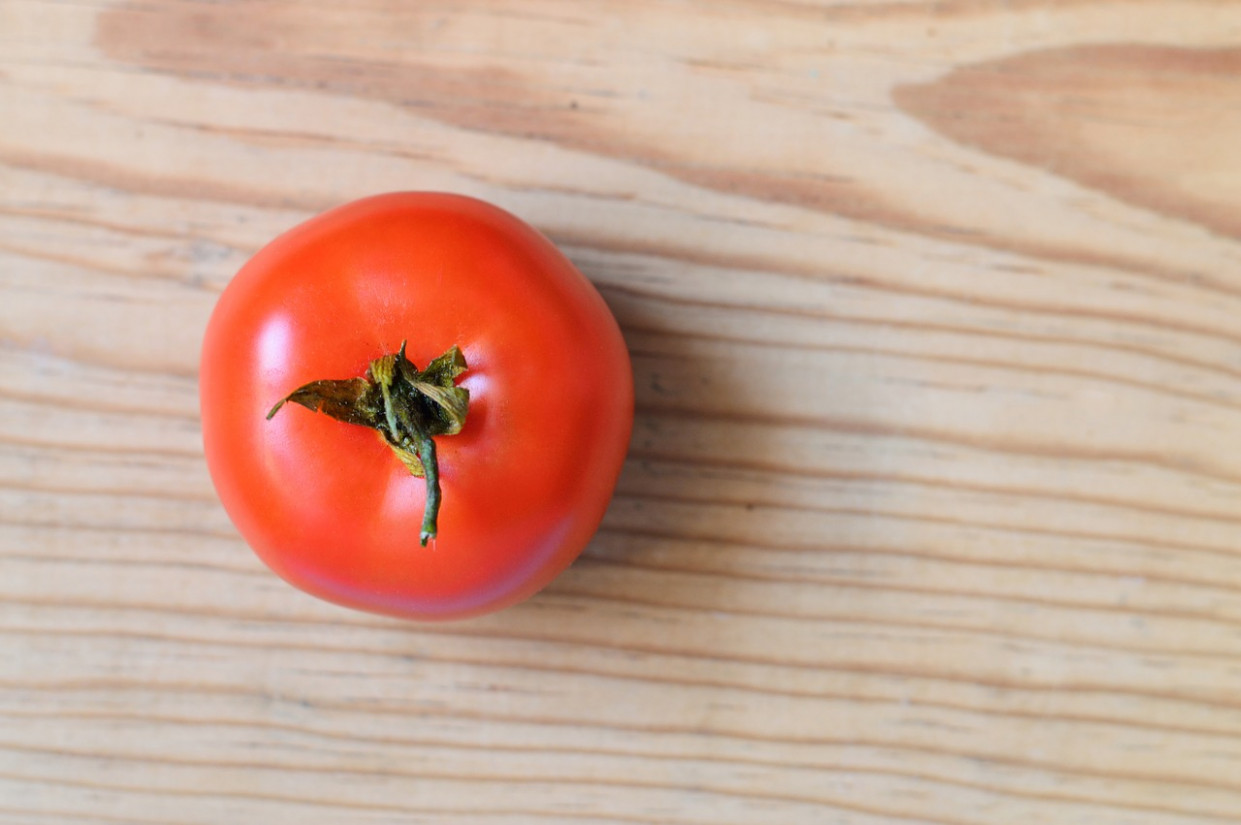 Tomato, Red, Wood, Ingredient, Raw - recipes of healthy salads