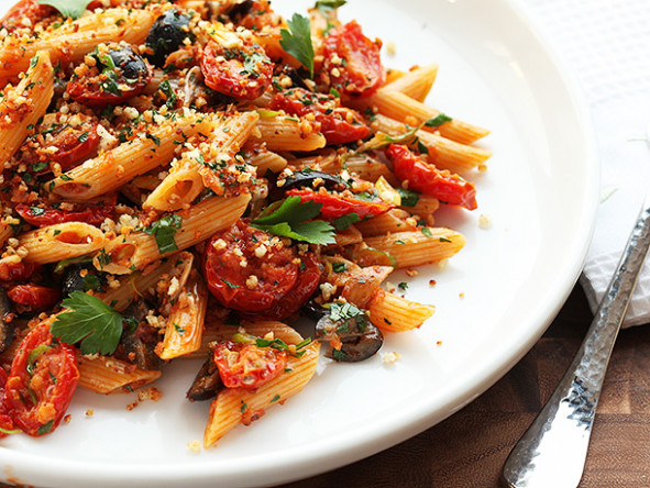 Triple Garlic Pasta With Oven-Dried Tomatoes, Olives, and ..