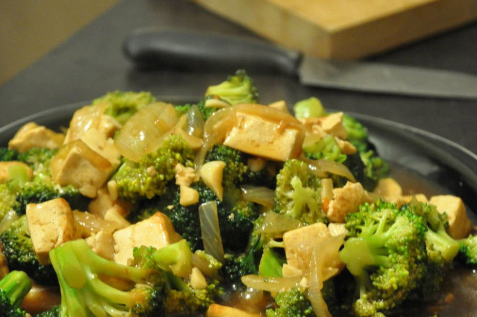 Vegan Chinese Broccoli and Tofu in Garlic Sauce Recipe - recipes with broccoli vegetarian
