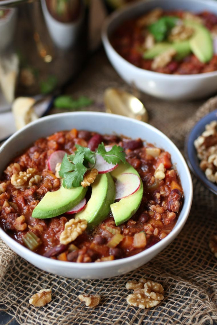 Vegan Keto Walnut Chili - low carb and vegetarian recipes