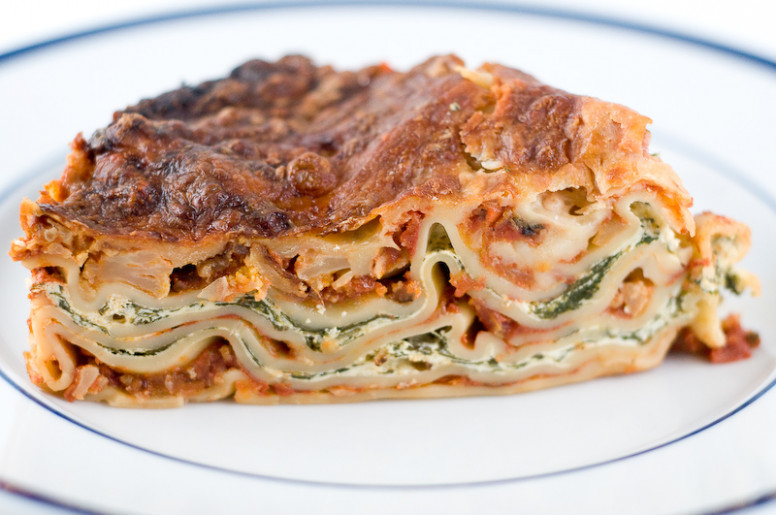 vegetarian lasagna with ricotta cheese and spinach filling - recipes vegetarian lasagna spinach