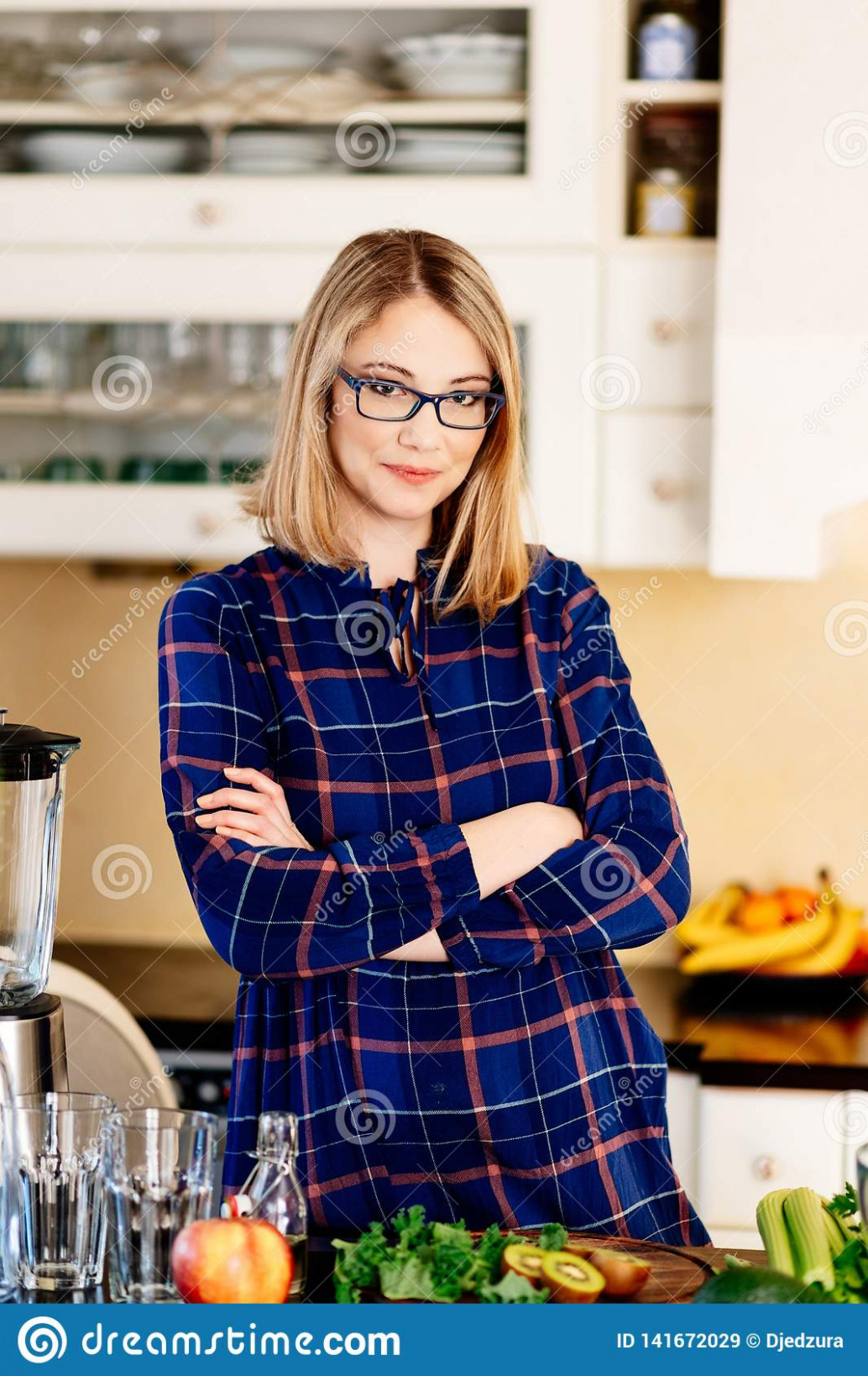 Vegetarian Pregnant Woman In Kitchen Stock Image - Image Of ..