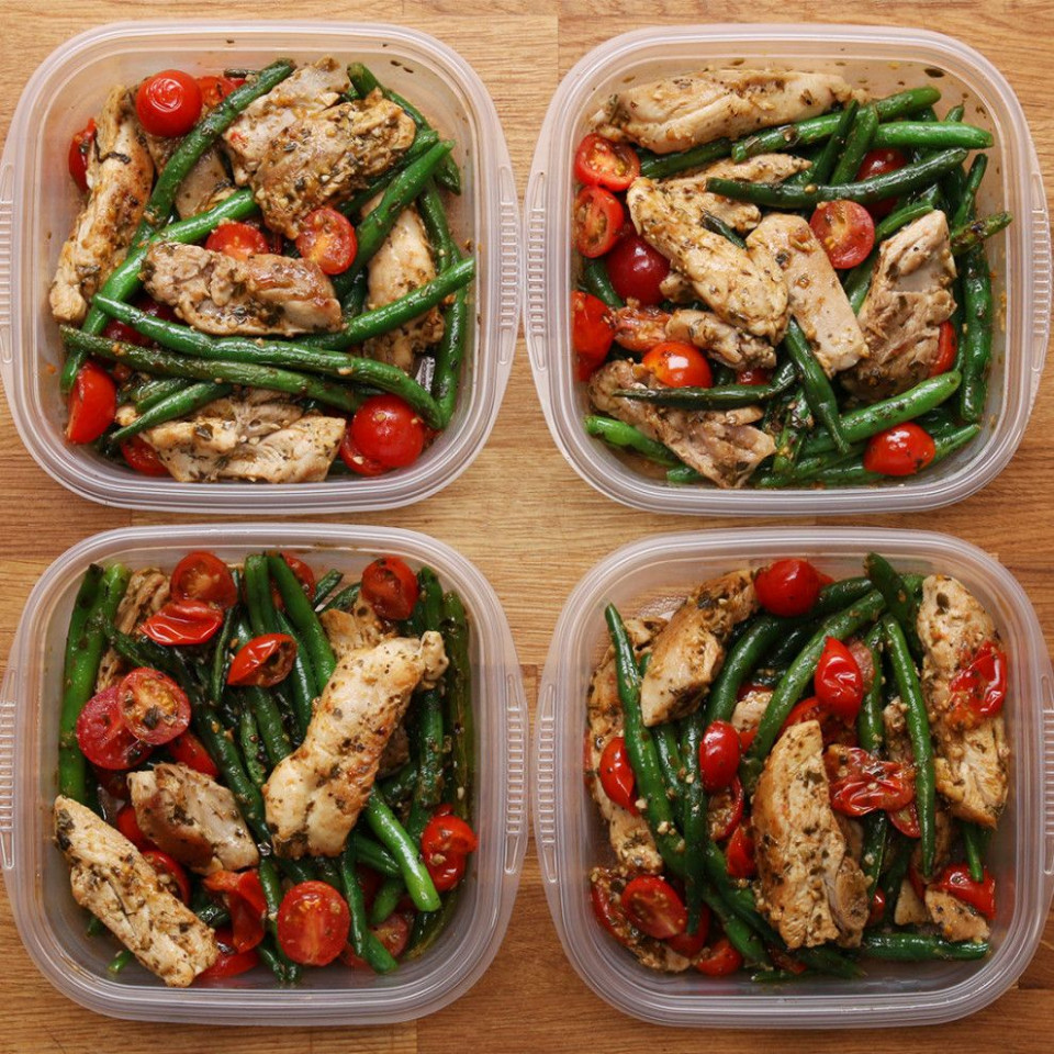 Weekday Meal-prep Pesto Chicken & Veggies - healthy recipes to meal prep