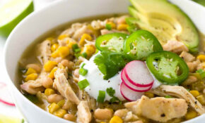 White Bean Chicken Chili Crockpot Recipe | Jessica Gavin – Recipes Legumes Healthy