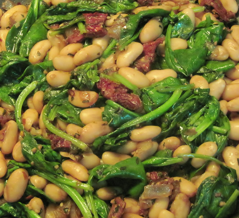 Zesty cannellini beans with spinach & sundried tomatoes - white bean recipes vegetarian