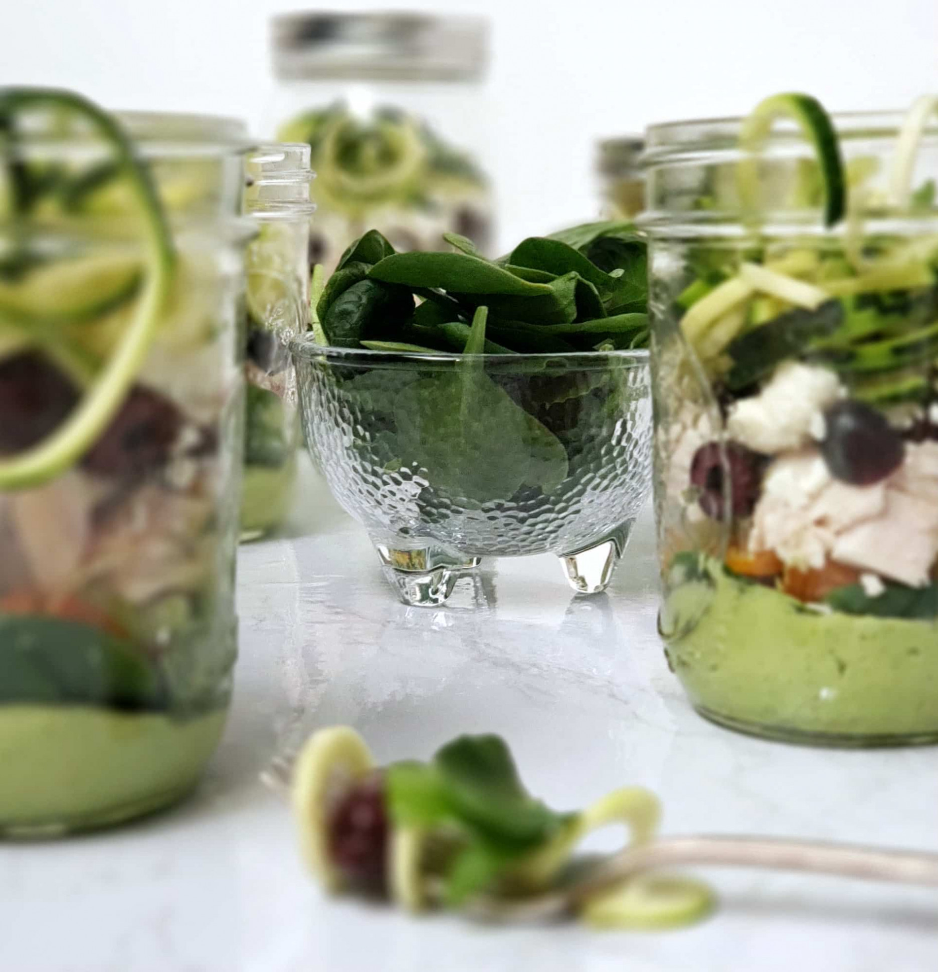 Zucchini Noodle Salad With Chicken In A Mason Jar: Perfect ..